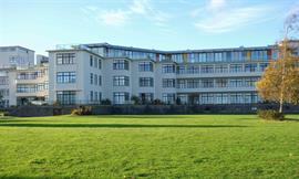 Estate Agents in Penarth Sales : Acj Properties : 2 Bedroom Flat : The Headlands, Hayes Point. Sully : £175,000 : Click here for more details on this property