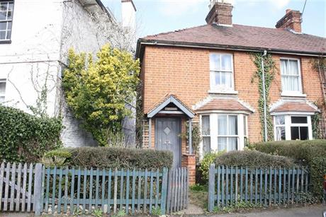 Estate Agents in Maidenhead : Waterman & Company : 2 Bedroom Cottage : Southlands Cottages, Cookham, Berkshire : OIRO £425,000