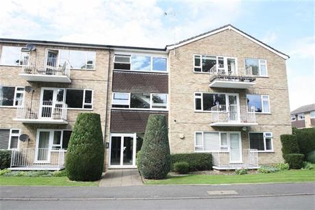 Estate Agents in Maidenhead : Waterman & Company : 3 Bedroom Flat : Boulters Gardens, Maidenhead, Berkshire : £410,000