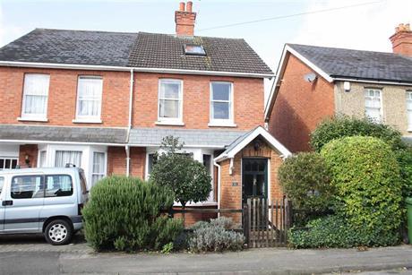 Estate Agents in Maidenhead : Waterman & Company : 4 Bedroom Semi-Detached House : Highfield Road, Maidenhead, Berkshire : £575,000