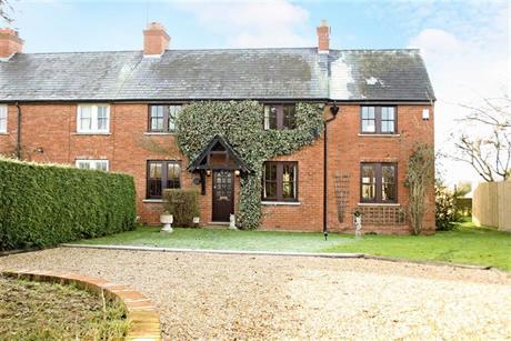 Estate Agents in Maidenhead : Waterman & Company : 3 Bedroom Property : Beenham Farm Cottages, Shurlock Row, Berkshire : £775,000
