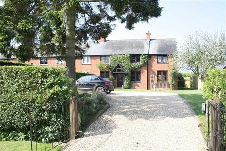 Estate Agents in Maidenhead : Waterman & Company : 3 Bedroom Property : Beenham Farm Cottages, Waltham St Lawrence, Berkshire : £775,000