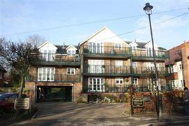 Estate Agents in Maidenhead : Waterman & Company : 2 Bedroom Apartment : Lambourne Court, Maidenhead, Berkshire : £475,000 : Click here for more details on this property