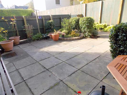 rear garden area1.JPG
