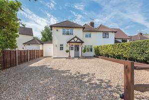 Estate Agents in Chalfont St Peter : Place Estate Agents : 4 Bedroom Semi-Detached House : Gold Hill West, Chalfont St Peter, Gerrards Cross, SL9 : £750,000 : Click here for more details on this property