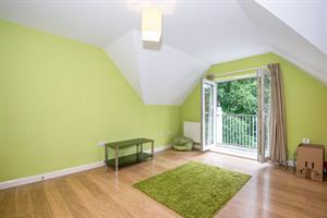 Estate Agents in Chalfont St Peter : Place Estate Agents : 2 Bedroom Apartment : Cranwells Lane, Farnham Common, Slough, SL2 : Offers in Excess of £320,000 : Click here for more details on this property