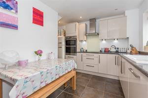 Estate Agents in Chalfont St Peter : Place Estate Agents : 3 Bedroom Terraced House : Captain Cook Close, Chalfont St Giles, HP8 : Offers in Excess of £568,000 : Click here for more details on this property