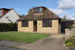 Estate Agents in Chalfont St Peter : Place Estate Agents : 3 Bedroom Property : Howard Road, Seer Green, Beaconsfield, HP9 : £1,700 pcm : Click here for more details on this property