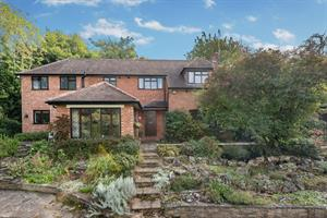 Estate Agents in Chalfont St Peter : Place Estate Agents : 5 Bedroom Detached House : Robson Close, Chalfont St Peter, Gerrards Cross, SL9 : Offers in Excess of £1,200,000 : Click here for more details on this property
