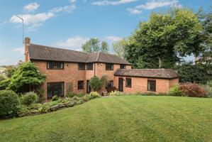 Estate Agents in Chalfont St Peter : Place Estate Agents : 5 Bedroom Detached House : Robson Close, Chalfont St Peter, Gerrards Cross, SL9 : Offers in Excess of £1,150,000 : Click here for more details on this property