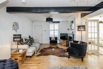 Estate Agents in Chalfont St Peter : Place Estate Agents : 4 Bedroom Semi-Detached House : Albion Road, Chalfont St Giles, HP8 : Offers in Excess of £800,000