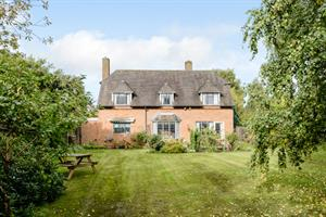 Estate Agents in Chalfont St Peter : Place Estate Agents : 4 Bedroom Detached House : Walkwood Rise, Beaconsfield, HP9 : Offers in Excess of £875,000 : Click here for more details on this property