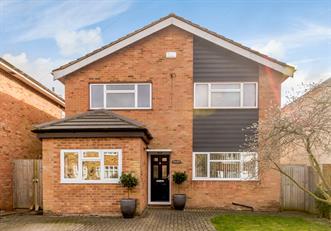 Estate Agents in Chalfont St Peter : Place Estate Agents : 4 Bedroom Detached House : Mid Cross Lane, Chalfont St Peter, SL9 : £685,000