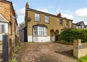 Estate Agents in Chalfont St Peter : Place Estate Agents : 3 Bedroom Semi-Detached House : Gold Hill North, Chalfont St Peter, Gerrards Cross, SL9 : Guide Price £650,000 : Click here for more details on this property