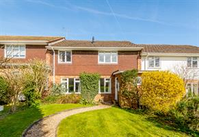 Estate Agents in Chalfont St Peter : Place Estate Agents : 4 Bedroom Terraced House : Stable Lane, Seer Green, Beaconsfield, HP9 : £600,000 : Click here for more details on this property