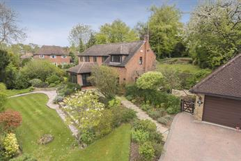 Estate Agents in Chalfont St Peter : Place Estate Agents : 6 Bedroom Detached House : Robson Close, Chalfont St Peter, Gerrards Cross, SL9 : Offers in Excess of £1,100,000