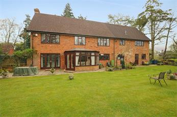 Estate Agents in Chalfont St Peter : Place Estate Agents : 6 Bedroom Detached House : Woodbank Drive, CHALFONT ST GILES, HP8 : £1,500,000