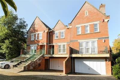 Pinel Close, Virginia Park, Surrey GU25 4SP