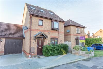 SOUGHT AFTER CARNATION DRIVE. WILLIAM SIM WOOD, WINKFIELD ROW, BERKSHIRE, RG42 6PW