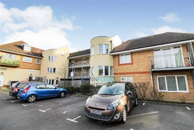Langley - 2 Bed With Parking & Balcony