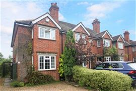 Estate Agents in Maidenhead : Waterman & Company : 2 Bedroom Property : Golden Ball Lane, Pinkneys Green, Berkshire, SL6 : £1,350 pcm : Click here for more details on this property