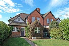 Estate Agents in Maidenhead : Waterman & Company : 3 Bedroom Property : Malders Lane, Pinkneys Green, Maidenhead, Berkshire, SL6 : £1,650 pcm : Click here for more details on this property
