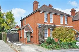 Estate Agents in Maidenhead : Waterman & Company : 3 Bedroom House : Belmont Area, Cromwell Road, Maidenhead, Berkshire, SL6 : £1,450 pcm : Click here for more details on this property