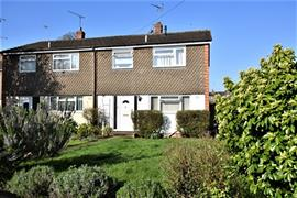 Estate Agents in Maidenhead : Waterman & Company : 3 Bedroom Property : Westmead , Maidenhead, Berkshire, SL6 : £1,350 pcm : Click here for more details on this property
