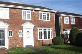 Estate Agents in Maidenhead : Waterman & Company : 3 Bedroom House : Beverley Gardens, Maidenhead, Berkshire, SL6 : £2,000 pcm : Click here for more details on this property