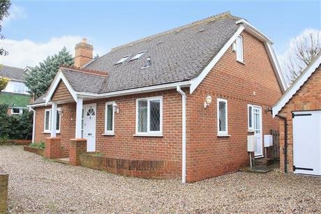 Estate Agents in Maidenhead : Waterman & Company : 3 Bedroom Detached House : Bath Road, Maidenhead, Berkshire : £530,000