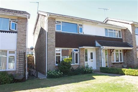 Estate Agents in Maidenhead : Waterman & Company : 2 Bedroom Property : Hambleden Walk, Maidenhead, Berkshire : £347,950