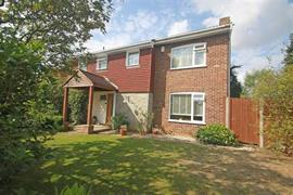 Estate Agents in Maidenhead : Waterman & Company : 4 Bedroom Detached House : Cranbrook Drive, Maidenhead, Berkshire : £725,000 : Click here for more details on this property