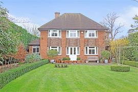 Estate Agents in Maidenhead : Waterman & Company : 4 Bedroom Detached House : Belmont Park Road, Maidenhead, Berkshire : £1,200,000 : Click here for more details on this property