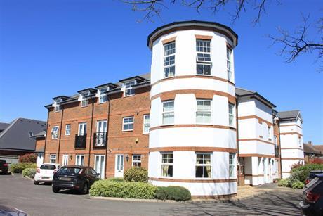 Estate Agents in Maidenhead : Waterman & Company (Vebra Import) : 2 Bedroom Flat : Monkey Island Court, Bray : £350,000