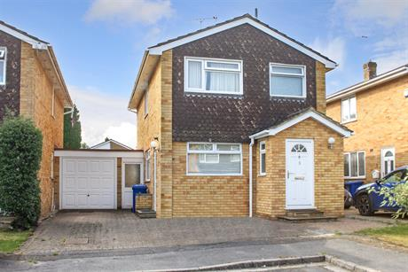 Estate Agents in Maidenhead : Waterman & Company (Vebra Import) : 3 Bedroom Detached House : Partridge Mead, Maidenhead : £520,000