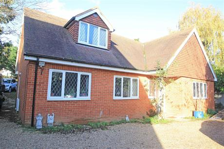 Estate Agents in Maidenhead : Waterman & Company (Vebra Import) : 4 Bedroom Bungalow : Cox Green Lane, Maidenhead : £675,000