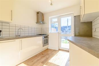 Estate Agents in Chalfont St Peter : Place Estate Agents : 3 Bedroom Terraced House : Sussex Close, Chalfont St Giles, HP8 : Guide Price £490,000
