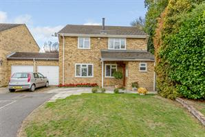 Estate Agents in Chalfont St Peter : Place Estate Agents : 4 Bedroom Detached House : Dell Lees, Seer Green, Beaconsfield, HP9 : Offers in Excess of £725,000 : Click here for more details on this property