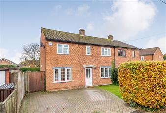 Estate Agents in Chalfont St Peter : Place Estate Agents : 4 Bedroom Semi-Detached House : Howard Road, Seer Green, Beaconsfield, HP9 : Guide Price £575,000