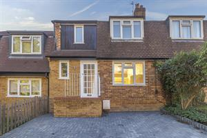 Estate Agents in Chalfont St Peter : Place Estate Agents : 3 Bedroom Terraced House : Sussex Close, Chalfont St Giles, HP8 : Offers Over £500,000 : Click here for more details on this property
