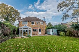 Estate Agents in Chalfont St Peter : Place Estate Agents : 4 Bedroom Detached House : Dibden Hill, Chalfont St Giles, HP8 : £2,350 pcm : Click here for more details on this property