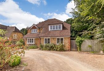 Estate Agents in Chalfont St Peter : Place Estate Agents : 5 Bedroom Detached House : Long Grove, Seer Green, Beaconsfield, HP9 : £1,300,000