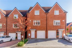 Estate Agents in Chalfont St Peter : Place Estate Agents : 4 Bedroom Semi-Detached House : Cherryfields, Amersham, HP6 : Guide Price £590,000 : Click here for more details on this property