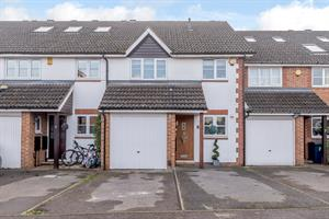 Estate Agents in Chalfont St Peter : Place Estate Agents : 3 Bedroom Terraced House : White Hart Close, Chalfont St Giles, HP8 : Offers in Excess of £575,000 : Click here for more details on this property