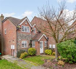 Estate Agents in Chalfont St Peter : Place Estate Agents : 3 Bedroom Property : Paddocks End, Seer Green, Beaconsfield, HP9 : Guide Price £590,000
