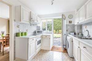 Estate Agents in Chalfont St Peter : Place Estate Agents : 3 Bedroom Property : Wood Pond Close, Seer Green, Beaconsfield, HP9 : Guide Price £565,000 : Click here for more details on this property