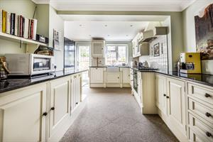 Estate Agents in Chalfont St Peter : Place Estate Agents : 3 Bedroom Property : Windmill Hill, Coleshill, Amersham, HP7 : Offers in Excess of £650,000 : Click here for more details on this property