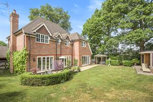 Estate Agents in Chalfont St Peter : Place Estate Agents : 5 Bedroom Detached House : Misbourne Avenue, Chalfont St Peter, Gerrards Cross, SL9 : Guide Price £1,300,000 : Click here for more details on this property