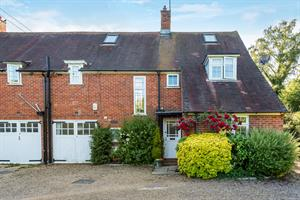 Estate Agents in Chalfont St Peter : Place Estate Agents : 4 Bedroom Detached House : Jordans, BEACONSFIELD, HP9 : Guide Price £2,250 pcm : Click here for more details on this property