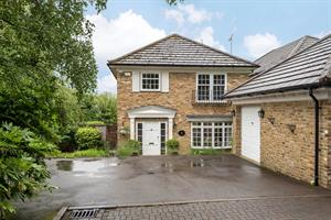 Estate Agents in Chalfont St Peter : Place Estate Agents : 4 Bedroom Detached House : The Coppice, Seer Green, Beaconsfield, HP9 : £825,000 : Click here for more details on this property